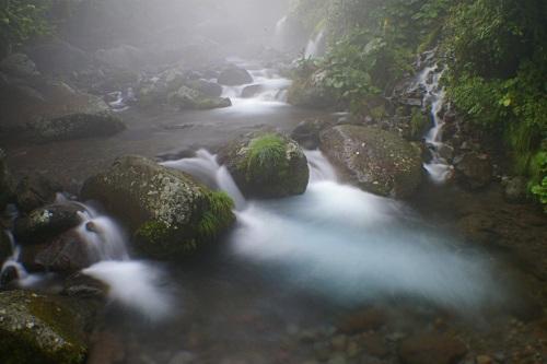 幻想的な川の流れ