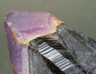 筋に見えるのは結晶の成長の証☆
