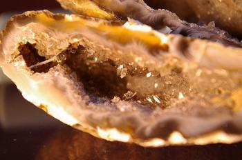 水晶の結晶も見えます